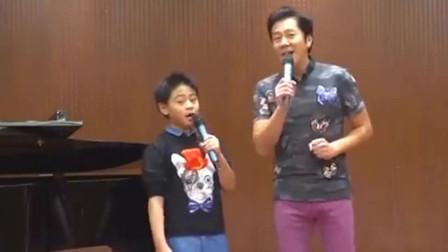 蔡国庆和儿子演唱经典《一年有三百六十五个祝福》,很好听了!