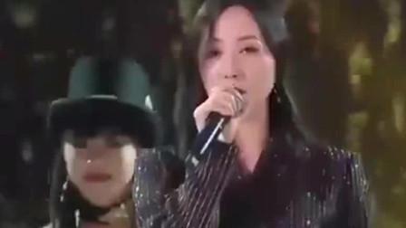 韩雪挑战粤语《处处吻》,这声音简直太撩人了,比原唱还好听!