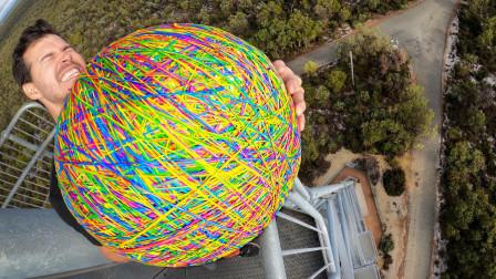 将巨型橡皮筋球从45米高空丢下,能跳多高?结果让人意外!