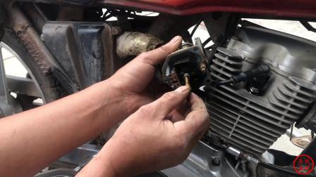 摩托车油门加不上还冒黑烟,教你一招轻松搞定,修车不要花冤枉钱