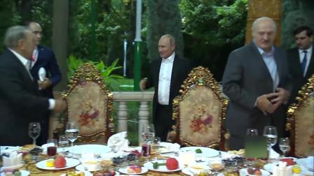 拉赫曼的伊玛目准备了一桌子的美味佳肴接见普京大帝