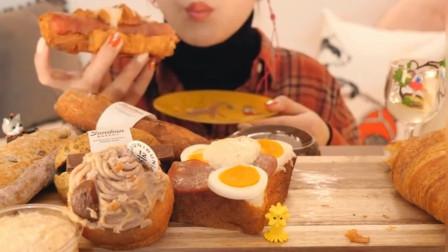 外国吃播妹子吃面包拼盘,火腿面包法棍奶油面包