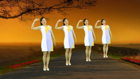 网红神曲广场舞《月亮弯弯在天边》韵律优美32步,心醉动听舞好看