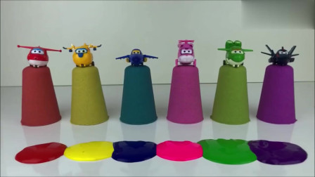 儿童颜色启蒙早教:调皮的超级飞侠玩具把杯子推倒 染颜色