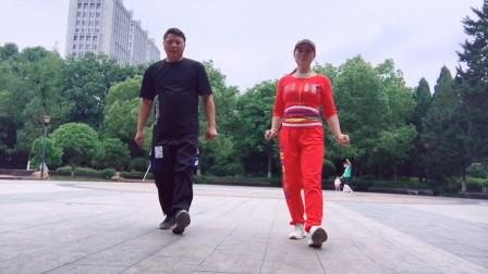 目前很火的散步舞,每天走几步就能减肥,懒人不要错过哦