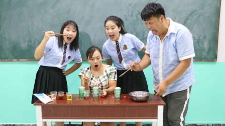 """学霸王小九校园剧:老师请同学们吃自助烧烤,没想是用""""啤酒罐""""烤肉,真是太有才了"""