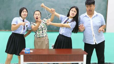 学霸王小九校园剧:老师给学生出了一道逃脱魔术题,没想被女同学一下破解,太厉害了