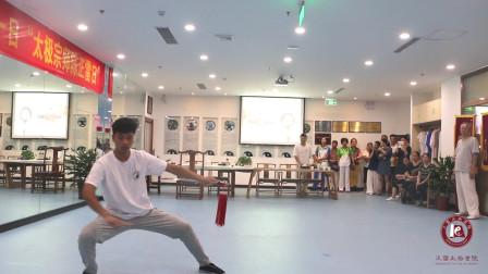 刘家瑞老师展示太极单剑,耳听六路剑走八方,太帅了!