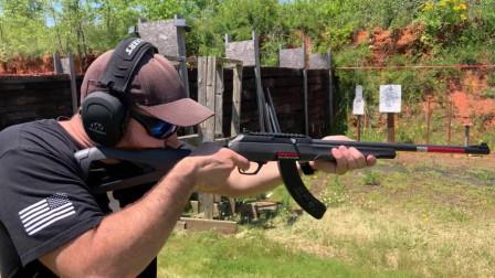 温彻斯特小口径连发步枪,虽然威力不大,但是后坐力小,性能可靠