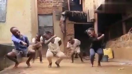 一群乌干达小孩随着歌曲《Toosie Slide》跳舞!