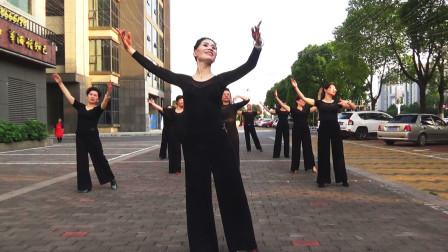 华尔兹舞蹈户外彩排,衡阳摩登舞学习群与您交流互动!