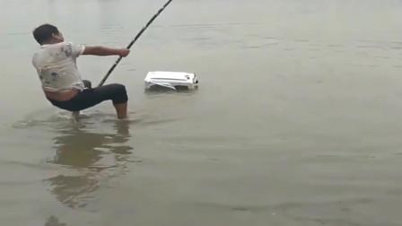 突然上货招架不突然上货招架不住啊,还好广东小伙的鱼竿结实
