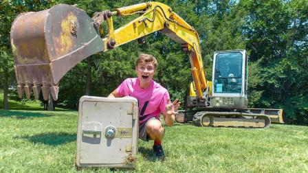 牛人开挖掘机开保险柜,一顿操作猛如虎,结果太尴尬了!