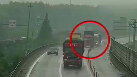 监控:车祸视频:大货车故障,集装厢车刹车不及,造成惨烈的连环车祸