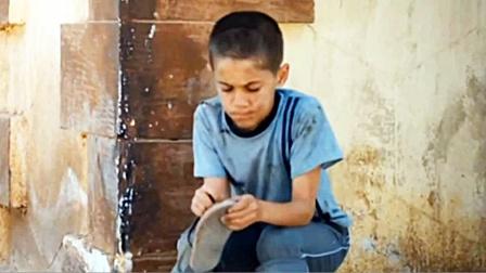 穷孩子捡到一只新鞋,急忙还给失主,失主做法让人感动