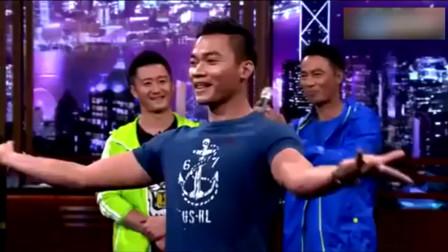 """托尼贾现场表演武术绝活""""凌空飞踢"""", 吴京和任达华都被震住了!"""