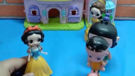 贝儿为了当新王后,千方百计收买人心,白雪深交的朋友也变心了