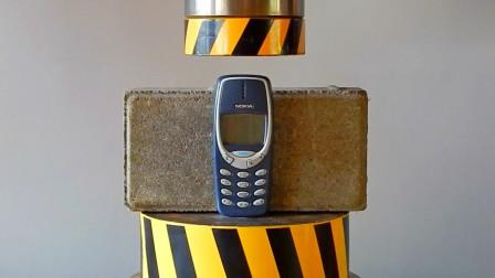 把手机封进混凝土,液压机压过还能用吗?结果太意外了!