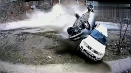 监控:发生这么惨的车祸还能捡下一条命,若不是监控,我肯定不敢相信!
