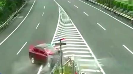监控:广东男子高速路口作死出车祸,不是拍下你都不知他有多绝望和无助!(1)