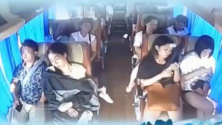 监控:一车人只有女子一人飞出窗外,监控拍下车祸瞬间!
