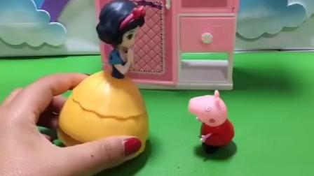 白雪公主有一个大柜子,少了一个抽屉,小猪佩奇看见了躲了进去