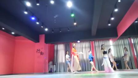开心美女舞蹈视频教材 扇子舞