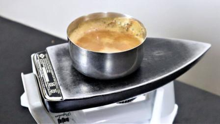 小伙用熨斗煮姜汤,通电的那一刻,观众看得都不敢吱声!
