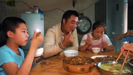 这才是夫妻生活吧,本以为老公会喜欢这盘子姜鸭,没想到被吐槽了
