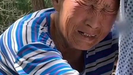 一位捡废品生活的奶奶,一个人贫困生活