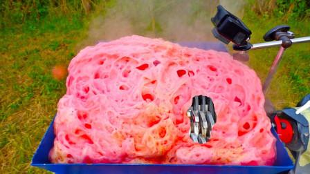 把可乐放进粉碎机,再倒入2斤曼妥思,下一幕太震撼了!