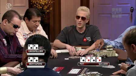德州扑克 锅里立刻多了10万美金 全因发牌员给出了一张致命牌