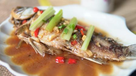 芹酥鲫鱼是一道色香味俱全的特色菜  营养价值很高