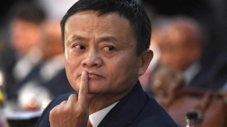 马云现身拍卖会,小老板竟敢跟他抢画,首富抬手就是200万!