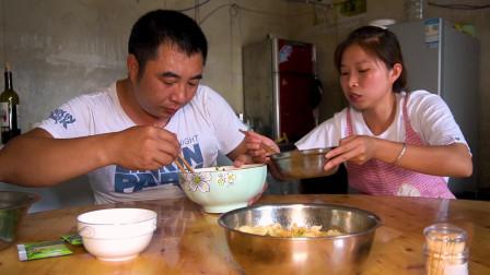 老公回家直呼饿了,桃子姐做抄手吃,老公一次吃70个不够吃