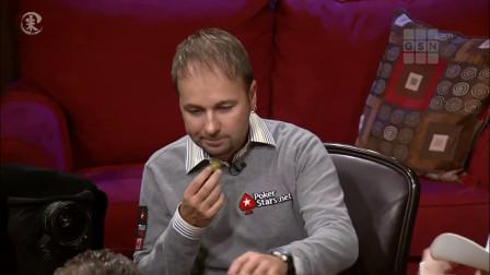 德州扑克 牌桌上有个人一直没赢过 然后表情就变成了这样