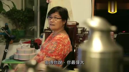 香港妈妈:我叫儿子去找银行工作 一入职就有月薪3万 他不去做