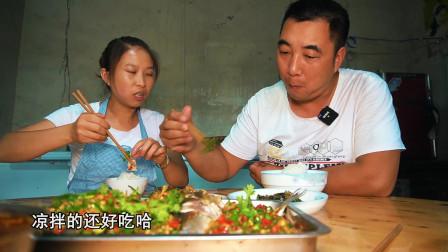老公买回10条鲫鱼,桃子姐做一大盆凉拌鲫鱼,老公吃得美滋滋