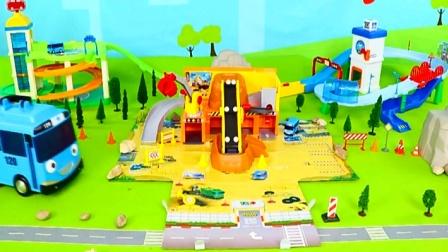 汽车玩具视频 组装小汽车在轨道上行驶.mp4