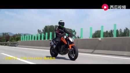 摩托车紧急刹车要不要捏离合
