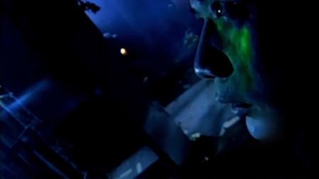 僵尸道长:杨飞云半人半尸去义庄找尸体,吞掉打更人魂魄。