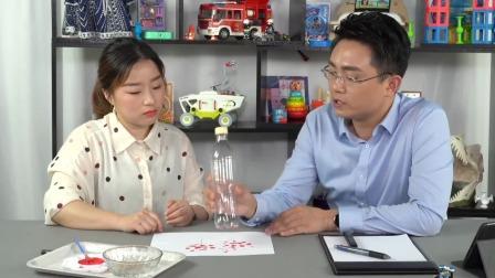 适合1-3岁宝宝玩的亲子游戏——瓶底画画游戏 中国玩博会品质育儿 20200528