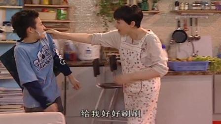 家有儿女:刘星偷吃,遭亲妈教训,刘星:我可是亲生的啊!