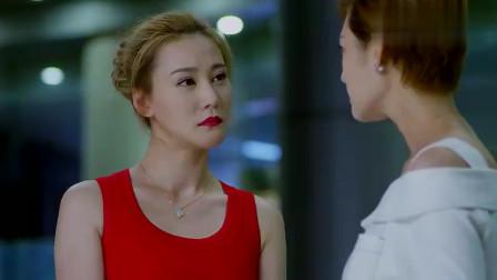 总裁车上载着两大美女,本以为白衣最美,谁料红裙更是人间绝色