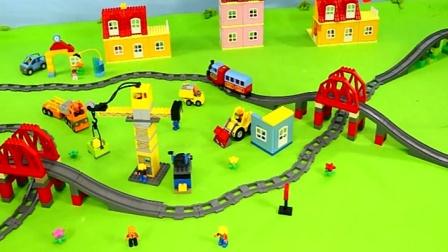 托马斯小火车和汽车模拟在工地工作 创意玩具.mp4