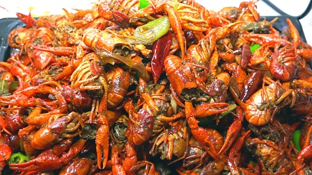 400元钱买来10斤小龙虾,还是这样的吃法才叫爽,看饿了