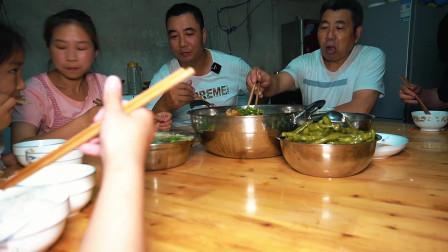 老公提回6斤重草鱼,做一盆鲜锅鱼,麻辣鲜嫩,一家人吃得美滋滋