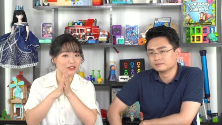 8-12个月的宝宝玩积木总是爱推翻?这其实是宝宝在测试他的力量范围 中国玩博会品质育儿 20200601