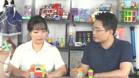 积木游戏可以让宝宝逐渐适应更复杂的脑力活动,还能训练宝宝手部精细动作的控制能力 中国玩博会品质育儿 20200601