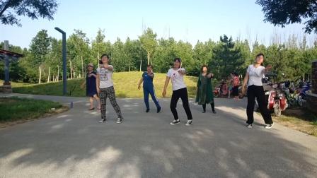 尹各庄广场舞    <对面的小姐姐>   清琴娜等舞姐妹